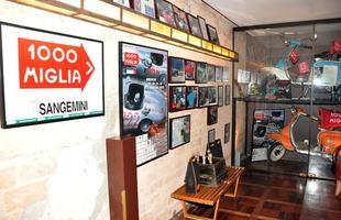 Carros são instalados em estabelecimentos e atraem muita atenção dos clientes