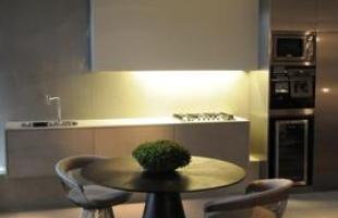 Integração e criatividade fazem parte da decoração do pequeno apartamento que conquista cada vez mais adeptos. Na foto, Loft 55, de Zilda Santiago e Ana Maria Diniz, apresentado na Casa Cor em 2010