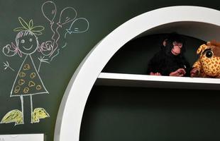 Incorporação de lousas em decorações residenciais e comerciais tem ganhado cada vez mais espaço por causa de projetos que valorizam lados lúdicos e práticos dos moradores. Na foto, projeto de Sylvia e Cláudia Navarro na Decora Lider 2013