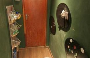 Incorporação de lousas em decorações residenciais e comerciais tem ganhado cada vez mais espaço por causa de projetos que valorizam lados lúdicos e práticos dos moradores. Na foto, projeto da arquiteta Marina Dubal