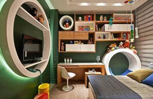 Quartos lúdicos ajudam crianças a superar medos. Móveis divertidos e interativos são bons aliados da decoração para levar aos pequenos uma sensação de segurança e bem-estar dentro do quarto. Na foto, projeto de Cláudia e Sylvia Navarro