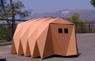 Casas de papelão em formato de origami propõem ser abrigo para moradores de rua. O projeto da designer norte-americana Tina Hovsepian tem o objetivo maior de ajudar os sem teto a encontrar um lar definitivo