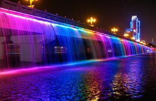 Maior fonte de água em ponte do planeta dá show de luz e cor. Estrutura na Coreia do Sul é iluminada por LED e jorra água colorida como um espetacular arco-íris