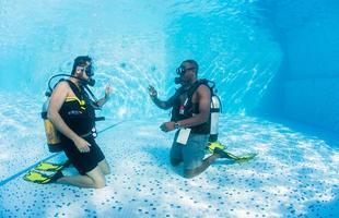 Hotel flutuante aposta em quarto submarino para atrair turistas na Tanzânia. Acomodação que fica embaixo do mar fornece visão privilegiada da natureza aquática
