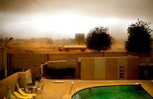 Série de imagens dá novos significados a piscinas incríveis pelo mundo. Desde 2008, a artista Marieke van der Velden registra piscinas em várias regiões como forma de chegar a reflexões complexas, muito além do sentido comum que se confere a elas. Na foto, Ouagadougou, Burkina Faso