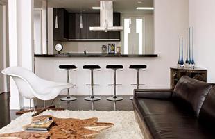 Espécie de aparador tem várias funções, entre elas dar mais mobilidade na cozinha e servir como mesa de refeições ou apoio