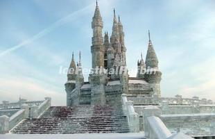 Festival na China cria cidade de gelo com réplicas de ícones da arquitetura mundial. Evento na cidade de Harbin constrói complexo congelado que se torna destino muito procurado nesta época do ano