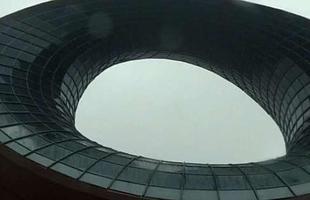 China inaugura prédio em forma de bule de chá. Construção em Wuxi chama a atenção dos transeuntes e remete à tradição local