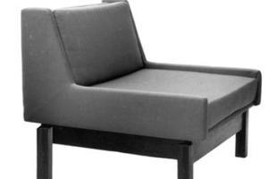 Autor de cerca de 1,2 mil peças de mobiliário, o designer carioca tem o trabalho com a madeira como sua marca registrada. Ele foi precursor em criar a identidade do design brasileiro. Na foto, poltrona Odilon, de 1960