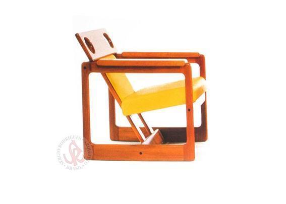 Autor de cerca de 1,2 mil peças de mobiliário, o designer carioca tem o trabalho com a madeira como sua marca registrada. Ele foi precursor em criar a identidade do design brasileiro. Na foto, poltrona Cuiaba, de 1985