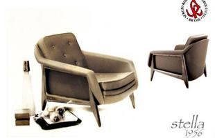 Autor de cerca de 1,2 mil peças de mobiliário, o designer carioca tem o trabalho com a madeira como sua marca registrada. Ele foi precursor em criar a identidade do design brasileiro. Na foto, poltrona Stella, de 1956