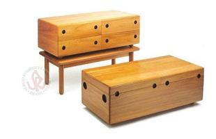 Autor de cerca de 1,2 mil peças de mobiliário, o designer carioca tem o trabalho com a madeira como sua marca registrada. Ele foi precursor em criar a identidade do design brasileiro. Na foto, baú Baez, de 1978