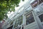Bow House (Arquiteta cria casa comunit�ria toda feita com portas e janelas reaproveitadas)