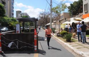 Conceito de miniparques humaniza espaço público no lugar das vagas de veículos e cai no gosto do belo-horizontino