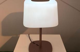 Abajur Única, design Adolini e Simonini, na mostra Be Brasil