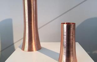 Vasos Spin, design Baba Vacaro, na mostra Be Brasil
