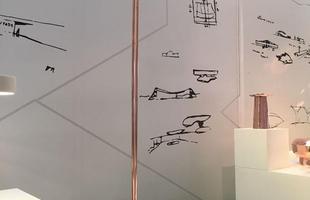 Luminária de piso Copacabana, design Maurício d%u2019Ávila para a Geo Luz e Cerâmica, na mostra Be Brasil