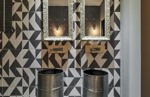 Banheiro do Turista, de Adriana Melo e Adria Lessa