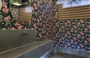 Banho Público Feminino, de Heloisio Andrade