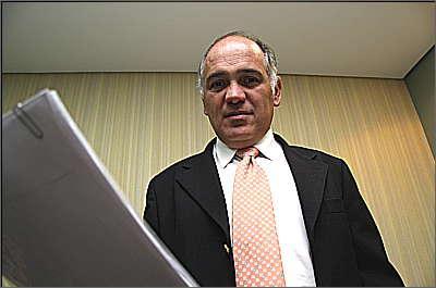 Leonardo da Mota Costa explica que a substituição do funcionário é atribuição da conservadora contratada - Gladyston Rodrigues/Ao Cubo Filmes