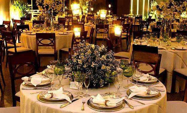 decoracao casamento mesa convidados:Mesa composta pelo arquiteto e decorador Nardim Junior para casamento