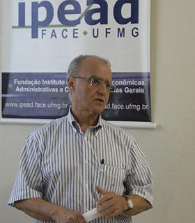 Wanderlei Ramalho, coordenador de pesquisas do Ipead, diz que as pessoas estão correndo para comprar um apartamento, receosas de novas altas de preços (Marcos Michelin/EM/D.A Press)