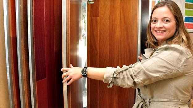 A arquiteta Renata Basques diz que material mais prático pode substituir a madeira -