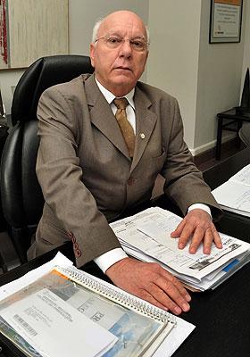 Paulo Tavares, presidente do Creci-MG, está orientando os corretores para que repassem a informação aos clientes (Eduardo Almeida/RA Studio)