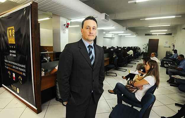 O tabelião Fernando Pereira do Nascimento diz que o consumidor tem que fazer o pedido na hora de registrar (Euler Júnio/EM/D.A Press)