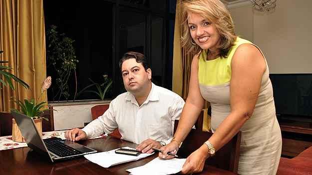 Dione Tavares, advogada, ao lado do marido, o gerente de projetos Túlio Tadeu Cabral - Eduardo de Almeida/RA studio