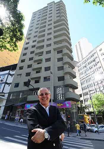 Depois de reformar a fachada, Teodomiro Diniz Camargos vai construir 62 apartamentos no Edifício Tupis, conhecido como Balança mas não cai (Euler Júnior/EM/D.A Press)
