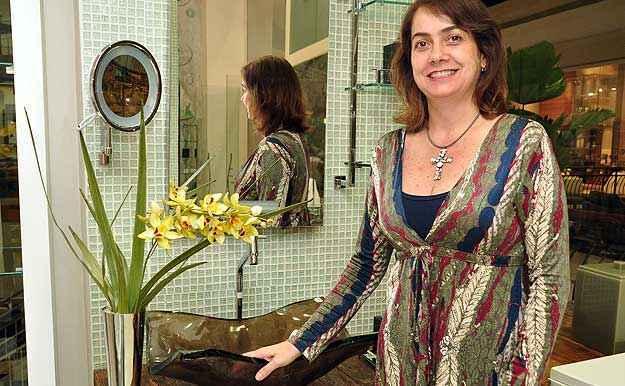 A arquiteta Val�ria Alves diz que a qualidade das r�plicas vendidas atualmente � perfeita (Eduardo de Almeida/RA studio)