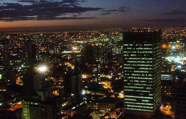 Edifício sede da Cemig, na Avenida Barbacena, em BH, um dos muitos construídos na capital mineira dentro do conceito de sustentabilidade (Maria Tereza Correia/EM/D.A Press - 14/7/06)
