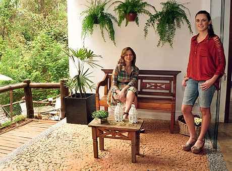 Para Laura Santos e Fabiana Visacro, características como resistência e flexibilidade de aplicação são alguns dos atrativos dessa pedra (Eduardo Almeida/RA Studio)