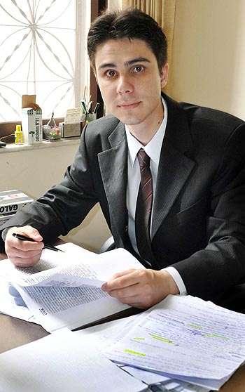 Bichos de estimação são considerados patrimônio e restrições do condomínio, como horário para passeio, são ilegais, segundo o advogado Renato Horta ( Eduardo Almeida/RA Studio)