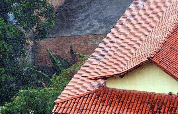 Vistoria regular no telhado é fundamental para evitar goteiras e infiltrações  (Eduardo Almeida/RA Studio)