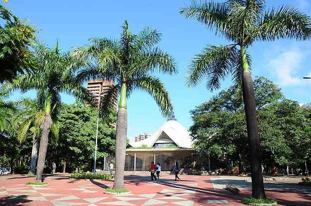 Praça Carlos Chagas, no Santo Agostinho: espaços verdes também atraem interesse de quem busca imóveis na Zona Sul (Euller Júnior/EM/D.A Press)