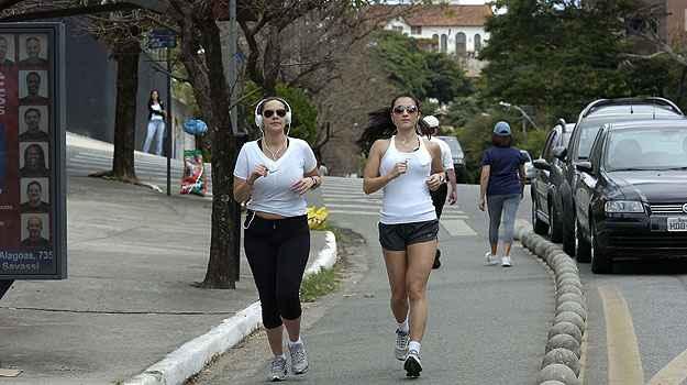 Avenida Bandeirantes, no Mangabeiras (Cristina Horta/EM/D.A Press)