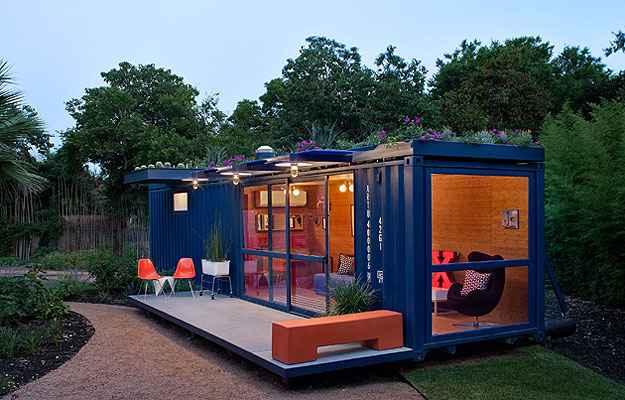 Com área de cerca 30 m², a casa de hóspedes no Texas foi instalada em um antigo contêiner de transporte marítimo - Chris Cooper/Poteet Architects/Divulgação
