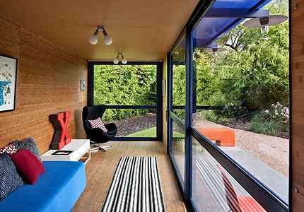 A decoração dos ambientes internos une aconchego e conforto com aplicação de clássicos do design - Chris Cooper/Poteet Architects/Divulgação