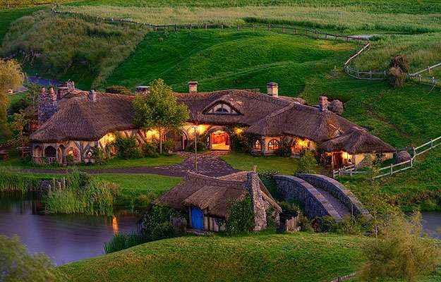 A famosa vila dos hobbits se tornou destino muito procurado na Nova Zelândia (Hobbiton Movie Set/Divulgação)
