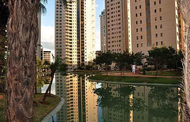 Com a saturação de terrenos na Zona Sul de BH, a tendência é que a região metropolitana também atraia cada vez mais a atenção das incorporadoras. Na foto, condomínio de luxo em Nova Lima  (Eduardo Almeida/RA Studio)