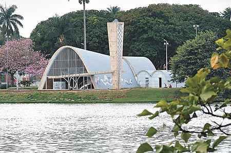 Igreja de São Francisco de Assis, cartão postal da cidade, no circuito que inclui Museu de Arte Moderna e a Casa do Baile. Primores da arquitetura de Oscar Niemeyer e da pintura de Cândido Portinari (Beto Novaes/EM/DA Press)
