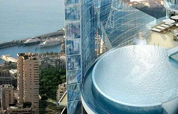 No topo, tobogã e piscina privativos em uma galeria aberta: diversão nas alturas (Alexander Giraldi/Divulgação)