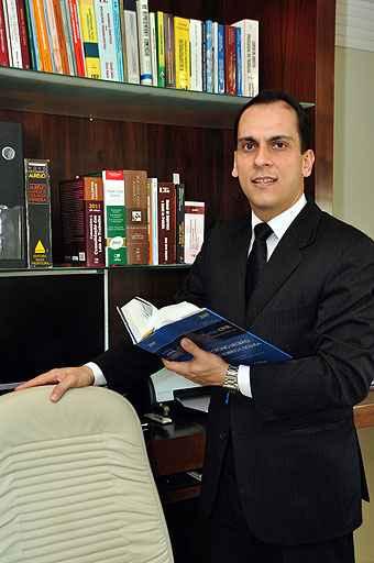 O advogado Ricardo Gorgulho diz que o locador responde pelos defeitos anteriores à locação e o locatário pela conservação do imóvel (Eduardo de Almeida/RA Studio)