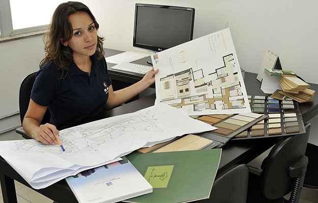 Luciana Bonuti, arquiteta responsável pela área de modificação da RKM, diz que é crescente o interesse pela alteração do imóvel na planta. Mas isso deve ser feito sem prejudicar o calendário da obra  (Maria Tereza Correia/EM/D.A Press)