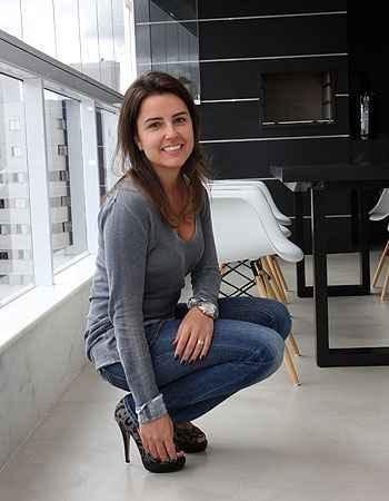 A administradora de empresas Priscila Tavares optou por um piso mais sofisticado, que valoriza o apartamento  (Edésio Ferreira/EM/D.A Press)