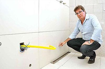 O engenheiro Ângelo Coelho recomenda a proteção de pisos e revestimentos para concluir acabamentos sem danificar o que está pronto (EDUARDO DE ALMEIDA/RA STUDIO)