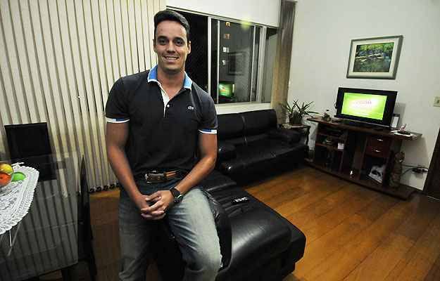 O empresário Fernando Joviano se mudou para uma casa temporária e considera a vantagem de não precisar comprar os móveis  (Juarez Rodrigues/EM/D.A Press)