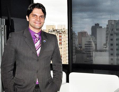 Fabrício Machado, broker da unidade imobiliária da RE/MAX Seven, defende a exclusividade pela facilidade para trabalhar o imóvel para obter os melhores resultados (Eduardo de Almeida/RA Studio)